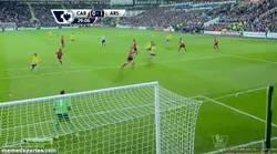 Enlace a GIF: Golazo de Ramsey con asistencia de Özil, otra vez