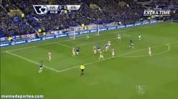 Enlace a GIF: Gol de Deulofeu contra el Stoke