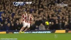 Enlace a GIF: Espectacular el segundo gol de Deulofeu