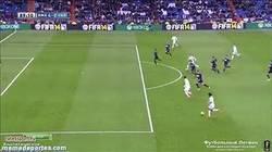 Enlace a GIF: Y con este gol, Bale consigue su primer hat trick en España