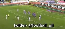 Enlace a GIF: ¿Ahora ya fallo penaltis? Pues para compensar marco golazos de falta