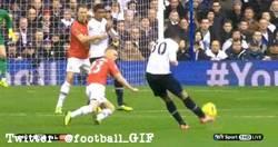 Enlace a GIF: Golazo de Sandro frente al Manchester United