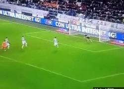 Enlace a GIF: Paradón de Buffon que mantuvo con vida a la Juventus