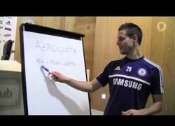 Enlace a VÍDEO: Azpilicueta enseña a los aficionados del Chelsea a pronunciar su apellido