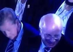 Enlace a GIF: La reacción presidente FA Greg Dyke al ver el grupo de Inglaterra