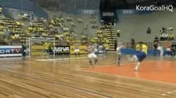 Enlace a GIF: Golazo de Falcao en fútbol sala