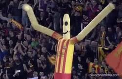 Enlace a GIF: Culés que acaban de llegar del puente y ven el empate del Madrid contra el Xàtiva