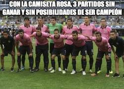 Enlace a Con la camiseta rosa, 3 partidos sin ganar, y sin posibilidades de ser campeón