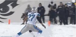 Enlace a GIF: Fútbol americano sobre nieve, espectacular
