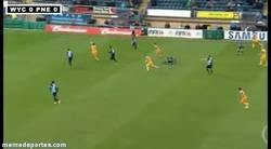 Enlace a GIF: Golazo de Kevin Devies en la League One