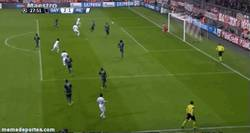 Enlace a GIF: Gran gol de Silva, que recorta al Bayern