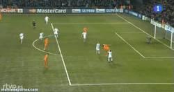 Enlace a GIF: Y con este gol, Cristiano se convierte en el máximo goleador histórico en fase de grupos de UCL