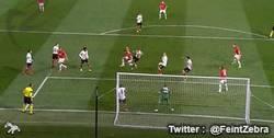 Enlace a GIF: ¡Inaudito! Gol del United que le salva el cuello a Moyes