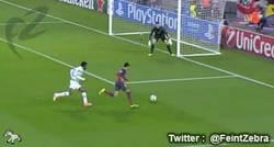 Enlace a GIF: Gol de Pedro tras espectacular cambio de ritmo de Neymar
