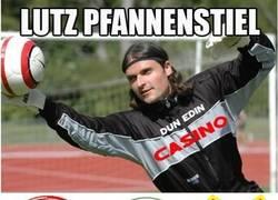 Enlace a Lutz Pfannenstiel, y los equipos en los que jugó (Por @mistergrobe)