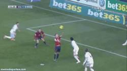 Enlace a GIF: El golazo de cabeza de Oriol Riera que adelantaba al Osasuna