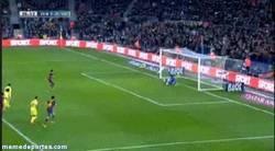 Enlace a GIF: Gol de penalti de Neymar engañando a Asenjo