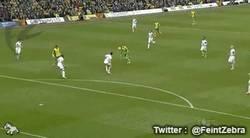 Enlace a GIF: Golazo de vaselina de Gary contra el Swansea