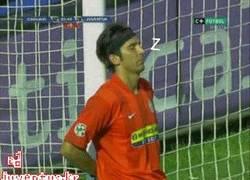 Enlace a GIF: Buffon durante el partido de la Juve contra Sassuolo