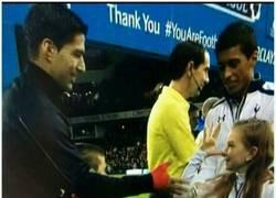 Enlace a La respuesta de la afición del Liverpool a la niña del Tottenham