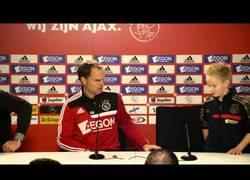 Enlace a VÍDEO: Detallazo del Ajax con este niño enfermo