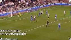 Enlace a GIF: El gol de Ki Sung-Yong al Chelsea, que los elimina de la Capital One Cup