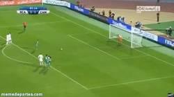 Enlace a GIF: Gol de penalti de Metouali que deja fuera al Atéetico Mineiro en el mundial de clubes