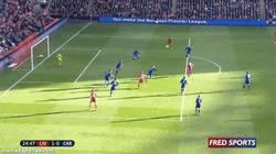 Enlace a GIF: El golazo de volea de Suárez, ¡ídolo!