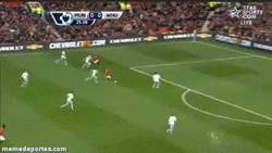 Enlace a GIF: Jugadón y golazo de Manchester United al West Ham