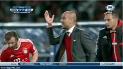 Enlace a GIF: Reacción de Guardiola tras el fail de Neuer ¡No la líes!