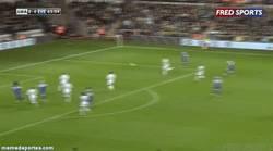 Enlace a GIF: Golazo de Colman que colabora con la victoria del Everton