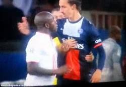 Enlace a GIF: Rifirrafe entre Mavuba e Ibra, Zlatan está en todas