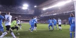 Enlace a GIF: Gol de Mathieu tras cantada de Ramos y López