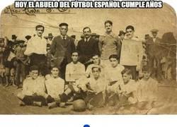 Enlace a Hoy el abuelo del fútbol español cumple años