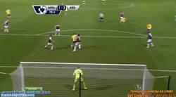 Enlace a GIF: ¡Podolski está de vuelta!