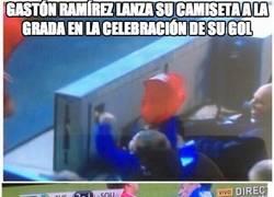 Enlace a Gastón Ramírez lanza su camiseta a la grada en la celebración de su gol