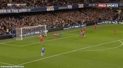 Enlace a GIF: Gol de Eto'o que da la victoria al Chelsea