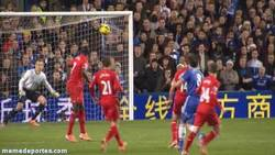 Enlace a GIF: Paradón de Mignolet a Lampard; no todo son fallos