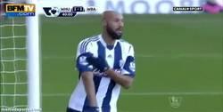 Enlace a GIF: El polémico gesto de Anelka en el gol vs. West Ham