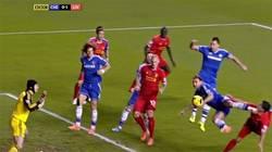 Enlace a GIF: Ivanovic se vengó de Suárez con esta patada de Kung-fu