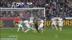 Enlace a GIF: Este gol de Fernandinho es el primer gol de la Premier League en 2014