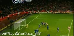 Enlace a GIF: Gol de Bendtner que salva al Arsenal en el minuto 88