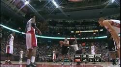 Enlace a GIF: Los Raptors contaron con un fichaje de última hora