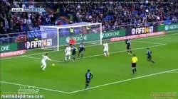 Enlace a GIF: Sale Jesé al campo, asistencia y gol de Benzema. ¿Quién dijo que no debe ser titular?