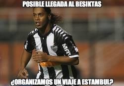 Enlace a Posible llegada de Ronaldinho al Besiktas