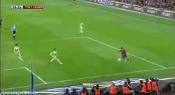 Enlace a GIF: Cómo la coloca Cesc con la cabeza para adelantar al Barça