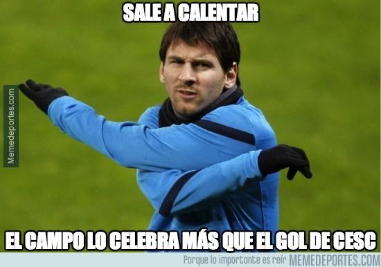 242345 - Messi sale a calentar