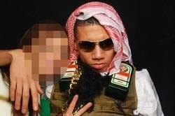 Enlace a Smalling la lía en Inglaterra por disfrazarse de terrorista suicida