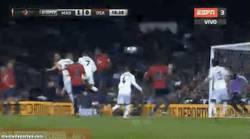 Enlace a GIF: Gol 99 de Benzemá contra el Osasuna