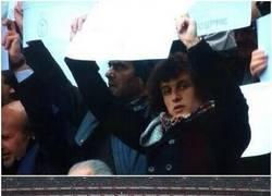 Enlace a David Luiz participando en el mosaico del Benfica homenajeando a Eusebio #respect
